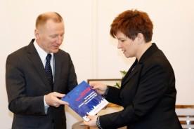 minister-urszula-augustyn-i-inspektor-grzegorz-jach-780x520